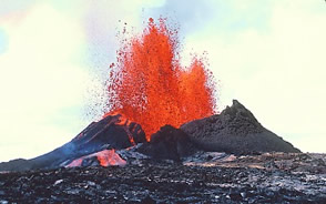 Pu oo oo eruption on flank of Kilauea volcano Hawaii. scroll down for more volcano facts on Kilauea.