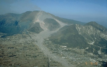 Mt Unzen pyroclastic flow paths . Note settlement at base of volcano. USGS